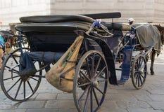Carro traído por caballo en Florencia Foto de archivo