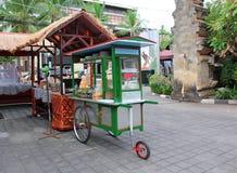 Carro tradicional do alimento, Bali, Indonésia Foto de Stock