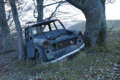 Carro velho abandonado, painel e volante Foto de Stock