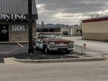 Carro velho agradável apenas que senta-se fotografia de stock royalty free