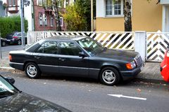 Carro velho do viev lateral foto de stock royalty free