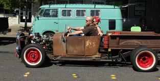 Carro velho do vintage e céu azul Foto de Stock