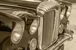 Carro velho do vintage e céu azul Imagens de Stock Royalty Free