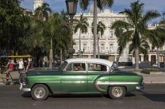 Carro verde americano clássico em Havana, Cuba Imagem de Stock Royalty Free
