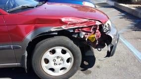 Carro vermelho danificado Fotografia de Stock