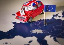 Carro vermelho do vintage com palavras da bandeira e do brexit ou do adeus de Union Jack sobre um mapa e a bandeira de UE Imagem de Stock