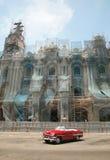 Carro vermelho do vintage em Havana Fotografia de Stock