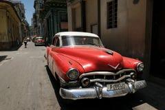 Carro vermelho em Havana Fotos de Stock