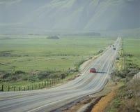 Carro vermelho na estrada da Costa do Pacífico, CA Fotos de Stock Royalty Free