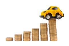 Carro vermelho sobre muitas moedas empilhadas Imagens de Stock