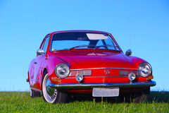 Carro vermelho velho bonito imagens de stock royalty free