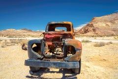 Carro viejo de la etapa en la riolita del pueblo fantasma, Nevada Imagen de archivo libre de regalías