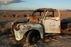 Carro viejo en el desierto Fotografía de archivo libre de regalías