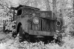 Carro viejo en infrarrojo imágenes de archivo libres de regalías