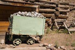 Carro viejo histórico del mineral usado para llevar la plata y el mineral fuera de la mina en Creede, Colorado Imágenes de archivo libres de regalías