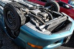 Carro virado após o ruído elétrico trágico do acidente de tráfico Foto de Stock Royalty Free