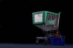 Carro y cesta de compras fotos de archivo