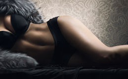 Carrocería atractiva de la mujer joven en ropa interior erótica negra Imagen de archivo libre de regalías
