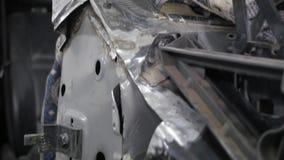 Carrocería auto de la reparación del mecánico de la serie de la reparación del cuerpo almacen de metraje de vídeo