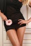 Carrocería de la mujer atractiva en alineada negra Fotos de archivo