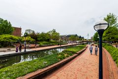 Carroll Creek Promenade Park dans Federick, le Maryland photographie stock