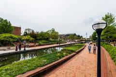 Carroll Creek Promenade Park i Federick, Maryland arkivbild