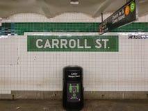Carroll Street Subway Station em Brooklyn, New York ao longo da linha de F fotografia de stock royalty free