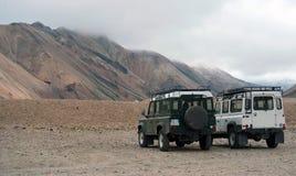 carros 4wd em montanhas de Landmannalaugar, Islândia Imagens de Stock