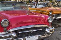 Carros americanos clássicos em Havana, Cuba Fotos de Stock Royalty Free