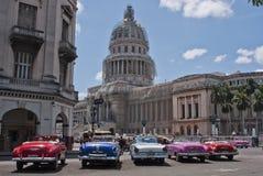 Carros americanos coloridos e clássicos Foto de Stock Royalty Free