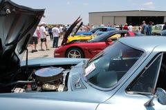 Carros americanos modernos do músculo alinhados Imagens de Stock Royalty Free