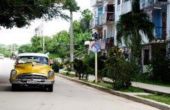 Carros americanos velhos em Cuba Fotografia de Stock