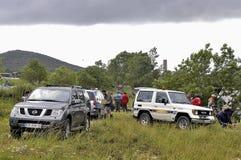 Carros através dos campos para os lazeres Foto de Stock Royalty Free