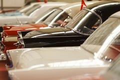 Carros clássicos em seguido Foto de Stock