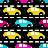 Carros coloridos pequenos no fundo bonito da estrada Fotos de Stock Royalty Free