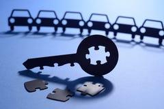 Carros com chave do enigma de serra de vaivém Fotos de Stock