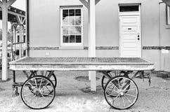 Carros da bagagem no depósito de trem Imagem de Stock