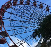 Carros da roda de Ferris Fotos de Stock