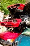 Carros da sucata em um junkyard Fotos de Stock