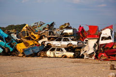 Carros da sucata no Junkyard Fotografia de Stock Royalty Free