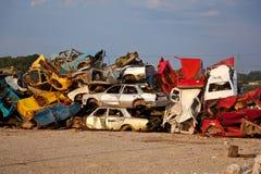 Carros da sucata no Junkyard Fotografia de Stock