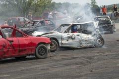 Carros danificados durante o derby da demolição Imagens de Stock
