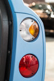 Carros das lanternas traseiras com estares abertos Imagens de Stock