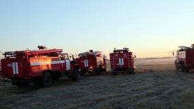 Carros de bombeiros no aeroporto video estoque