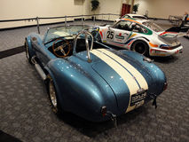 Carros de competência clássicos no indicador na mostra de carro Imagem de Stock Royalty Free