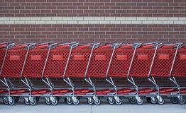 Carros de compra em uma fileira Imagens de Stock