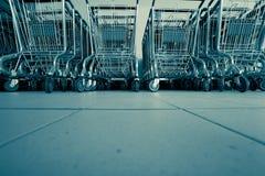 Carros de compras en supermercado Imagen de archivo