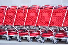 Carros de compras rojos Fotografía de archivo libre de regalías