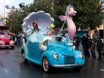 Carros de Disney e sereia pequena da parada das estrelas Fotografia de Stock