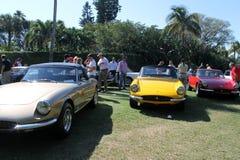 Carros de esportes clássicos de ferrari alinhados Fotos de Stock Royalty Free